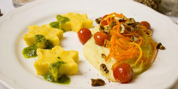 Un tradizionale piatto - l'originale polenta italiana